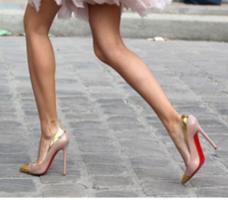 cheap for discount c24fb 5bc52 La famosa suola rossa delle scarpe Louboutin costituisce un ...